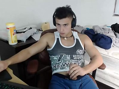 Muscular Gay Cam Boy Wanks Himself Hard