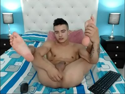 Sexy Fit Gay Cam Boy Antonio Fucks His Ass And Jerks Off